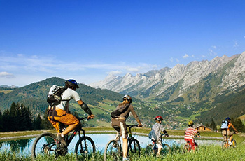 Journée vélo en famille à La Clusaz
