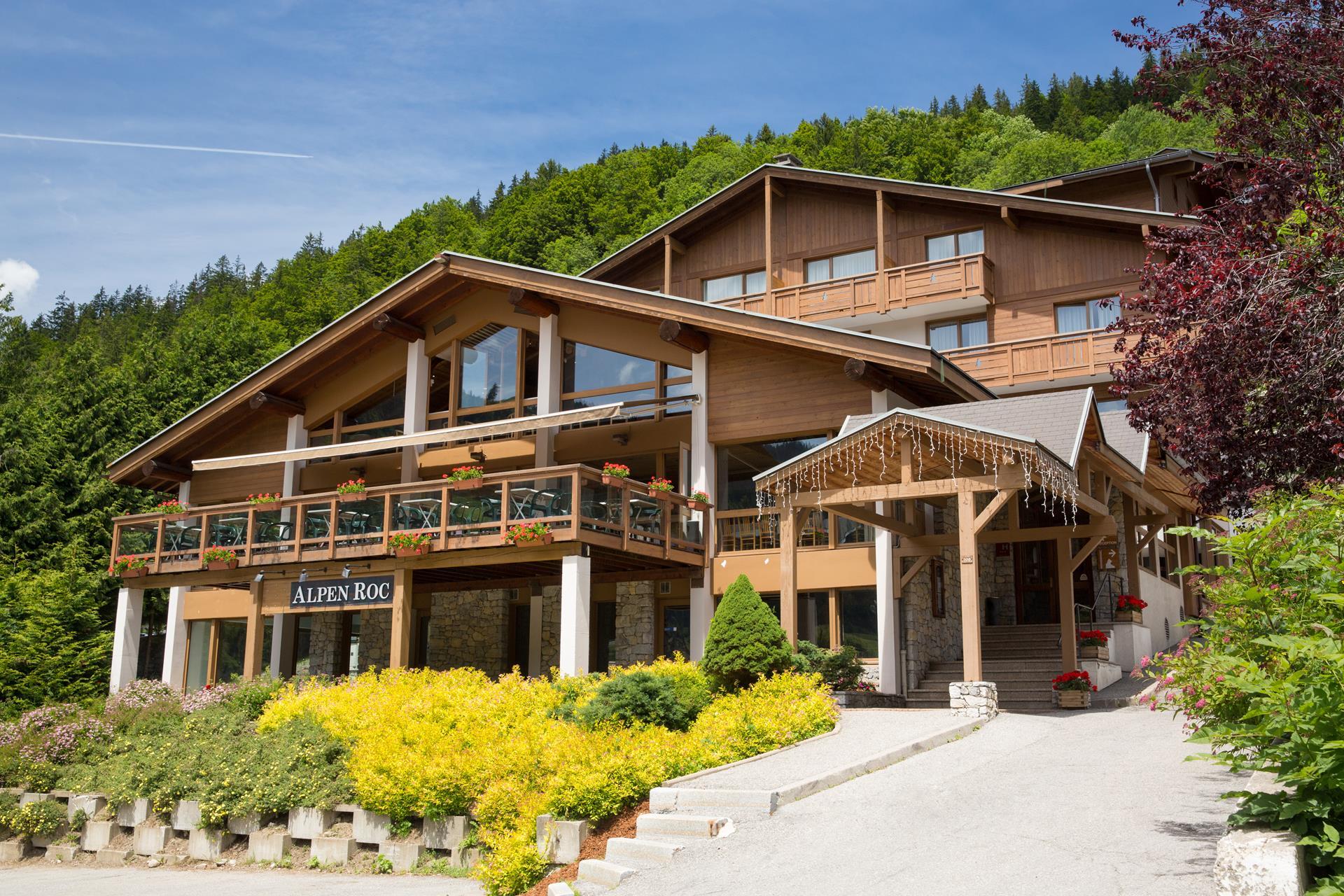 h tel alpen roc la clusaz h tel 3 toiles dans le massif des aravis. Black Bedroom Furniture Sets. Home Design Ideas